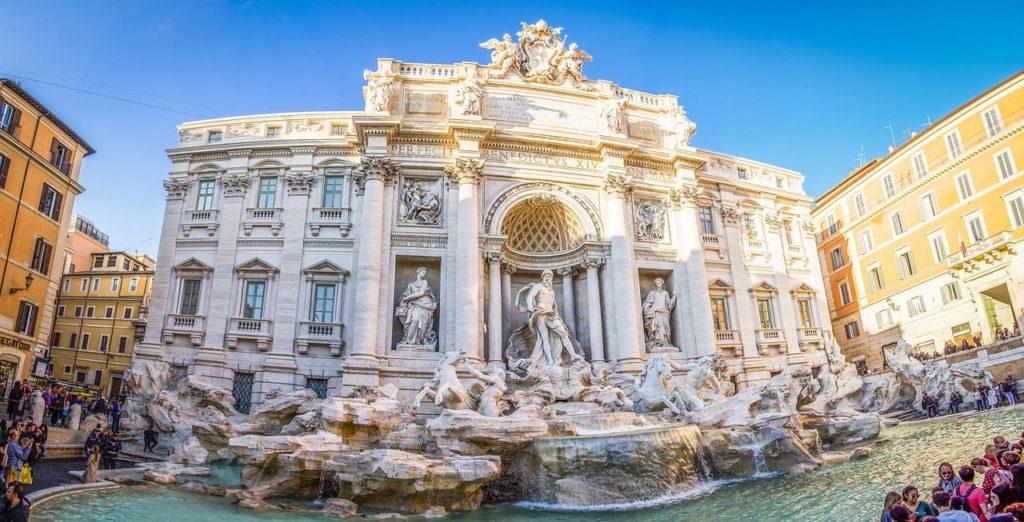 La splendide Fontaine de Trevi, considérée comme l'une des plus belles fontaines européennes