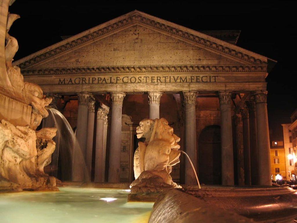 Le Panthéon de Rome avec sa fontaine