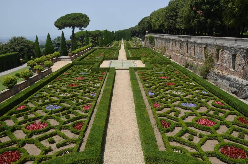 Les jardins de Castel Gandolfo près de Rome