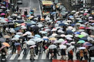 Les rues de Tokyo sous la pluie