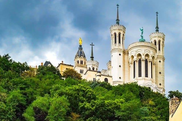 La basilique Notre-Dame de Fourvière, un des lieux insolites de Lyon