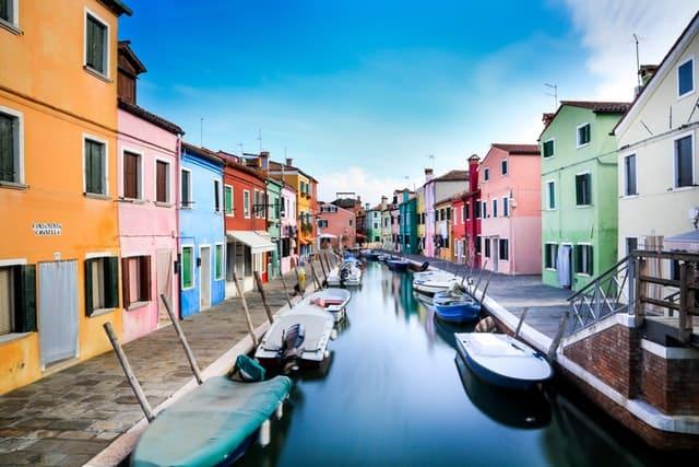 Burano, un lieu insolite de Venise : l'île des pêcheurs et ses arcs-en-ciel