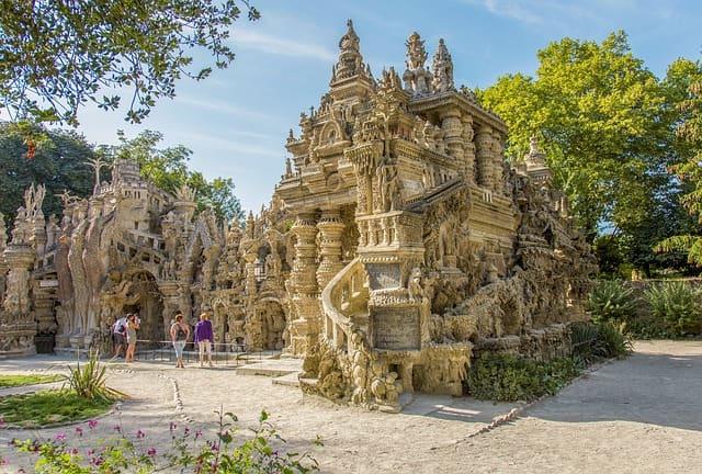 Le palais idéal du facteur cheval, un des lieux insolites de Lyon