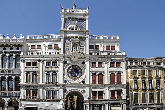 Découvrez la Tour de l'horloge à Venise