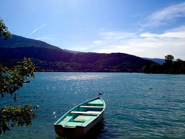 Barque sur le lac d'Annecy