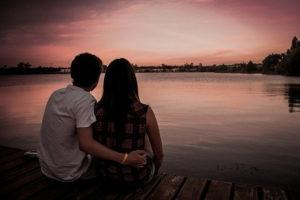 Amoureux au bord du lac d'Annecy
