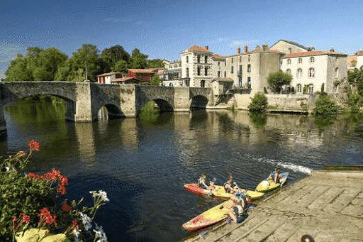 Le village médiéval de Clisson pour vos vacances en France