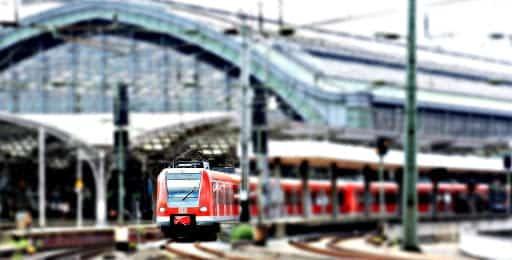 Les navettes conduisant à une gare pour rejoindre Lyon depuis l'aéroport