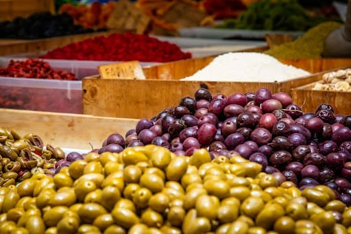 Faire ses courses dans les marchés d'Annecy le soir