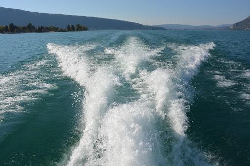 Explorer le lac d'Annecy le dimanche