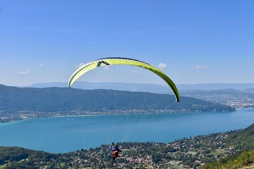 Survoler le lac d'Annecy en parapente durant vos 3 jours