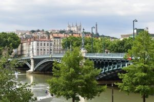 Comment voyager pas cher à Lyon ?