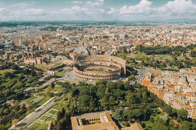 Vue aérienne du Colisée durant vos 4 jours à Rome