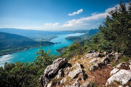 Lac d'Annecy avec de multiples activités possibles