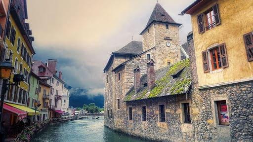 Les canaux d'Annecy à parcourir durant vos 6 jours de vacances