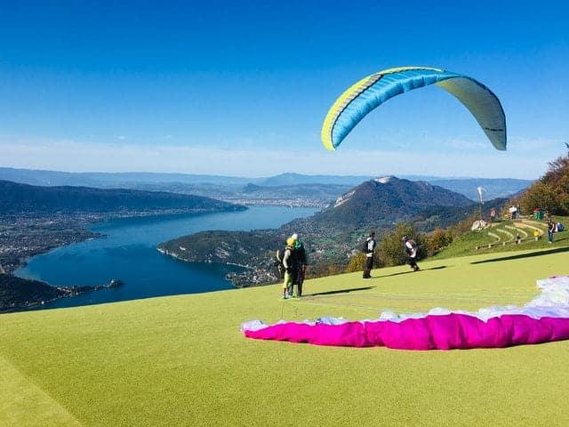Survoler le lac d'Annecy en parapente