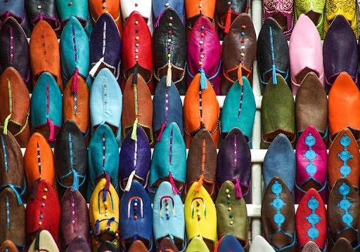 Les souks, un des marchés les plus animés de Marrakech
